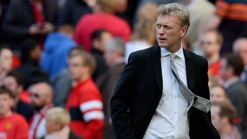 David Moyes shoots a concerned look at his Manchester United charges