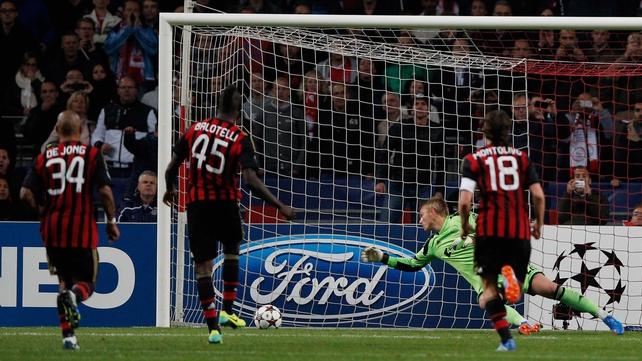 Mario Balotelli slots home Milan's leveller