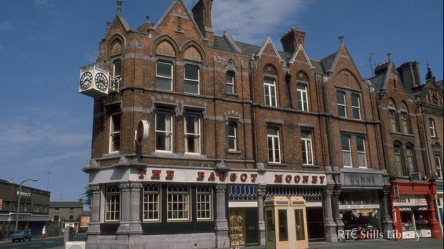 'The Baggot Mooney' Pub, Baggot Street, Dublin  (1976)