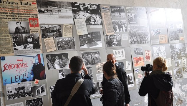 A Solidarity Movement and WWII exhibition is located in the former U-boat factory