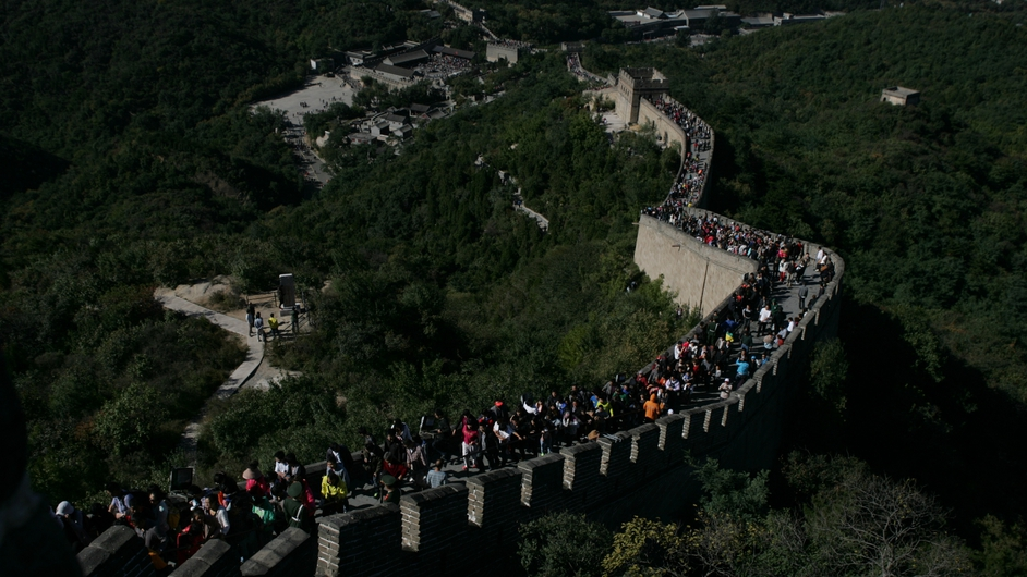 People crowd to visit the Great Wall as the National Day Holiday get under way in China