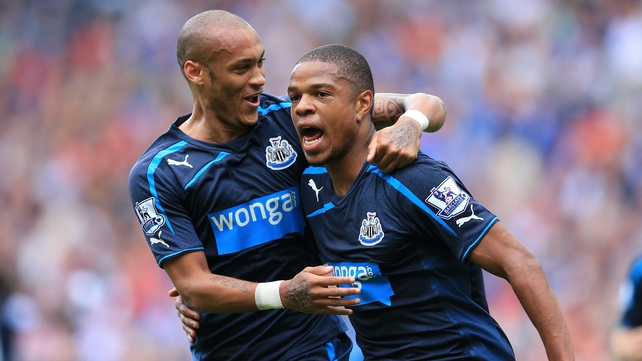 Newcastle's Loic Remy (r) celebrates scoring his second goal with team-mate Yoan Gouffran