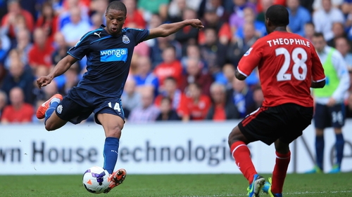 Loïc Rémy of Newcastle United (l) scores his second goal past Kévin Théophile-Catherine of Cardiff City
