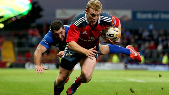 Keith Earls crosses the line for Munster