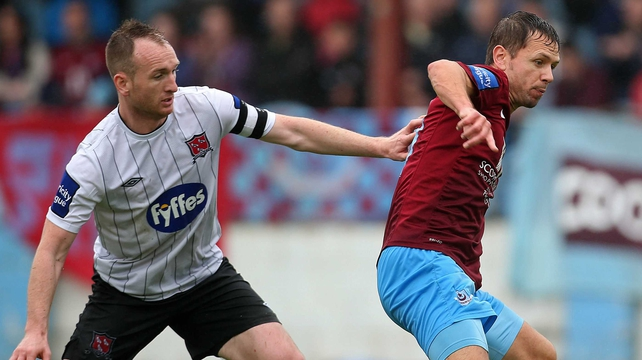 Drogheda's Declan O'Brien tussles with Stephen O'Donnell of Dundalk