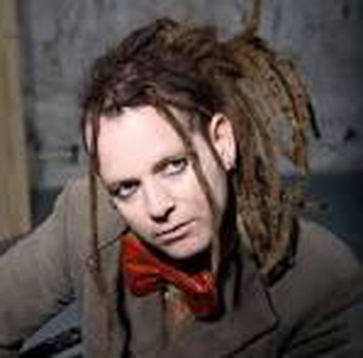 Duke Special plays Harry Nilsson