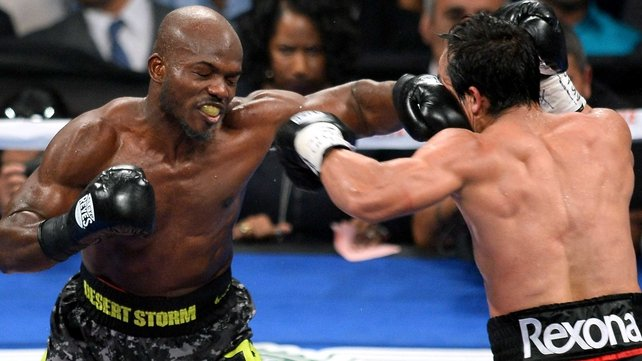 Timothy Bradley (l) won the bout on a split decision
