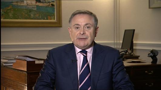 John Downing tráchtaire Polaitíochta.