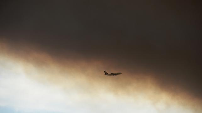 A plane flies into a plume of smoke near Sydney