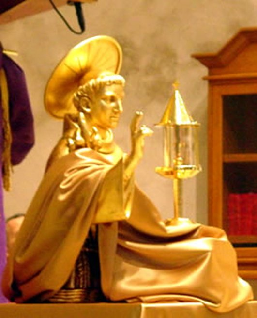 Devotees of St Anthony welcome the relics of the saint .
