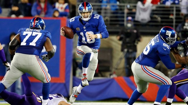 Eli Manning avoids a tackle at MetLife Stadium