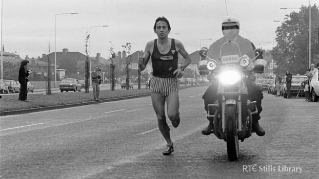 Dick Hooper winning the Dublin City Marathon (1980)  2078/002