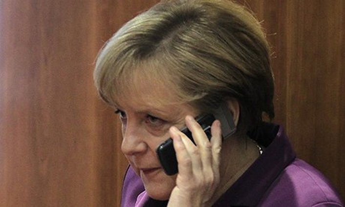 Merkel in US to discuss Ukraine crisis with Obama