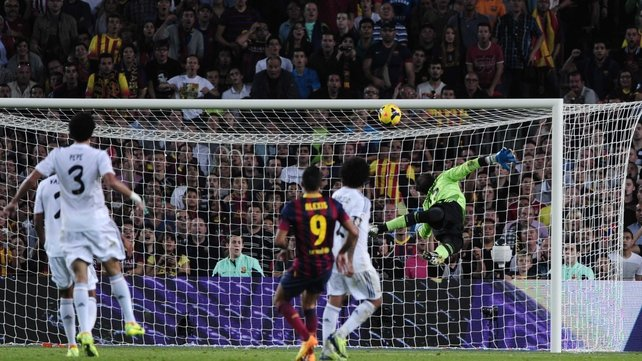 Alexis Sanchez scores Barcelona's second goal