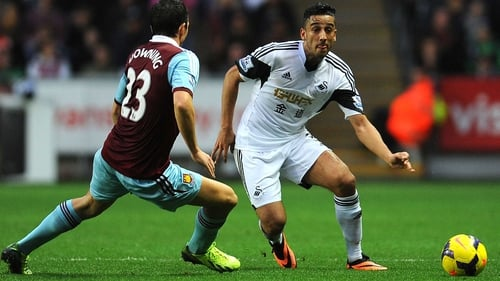 West Ham's Stewart Downing (l) and Swansea's Neil Taylor battle for the ball