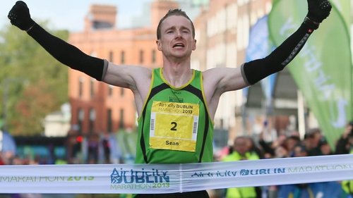 Irishman Sean Hehir won the men's race in a time of two hours, 18 minutes and 19 seconds