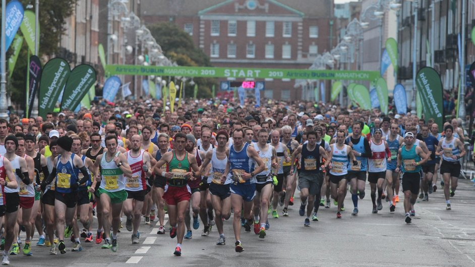 The field of athletes begins the 34th Dublin Marathon