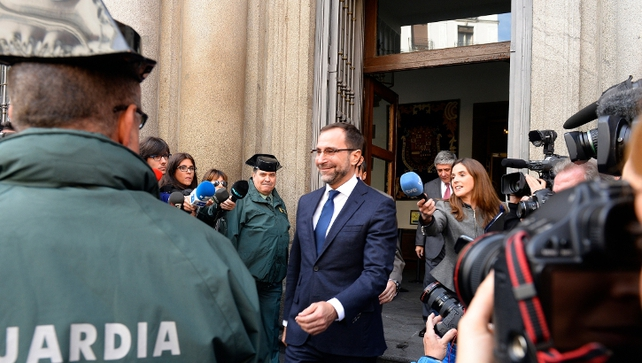 US Ambassador to Spain and Andorra James Costos (C) leaves the Spanish Foreign Affairs ministry in Madrid