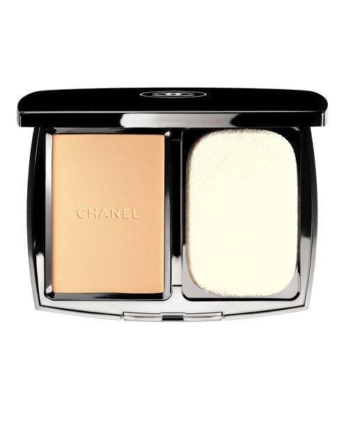 Chanel Vitalumiere Compact Douceur in Beige 20, €52
