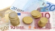 Euro falls ahead of ECB meeting on Thursday