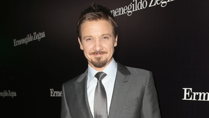 Jeremy Renner insists he isn't under any pressure to wed his model girlfriend
