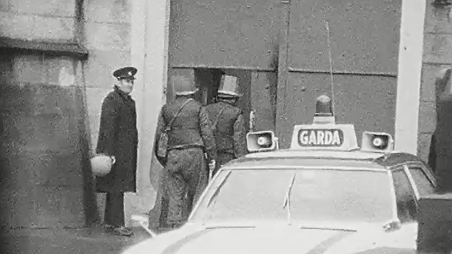 A prison officer accompanies soldiers into the infamous Port Laoise Prison, the 1970s