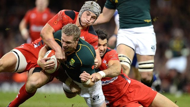 South Africa's Jean de Villiers (centre) goes over for a try despite the efforts of Wales' Jonathan Davies (left) and Wales' Mike Phillips