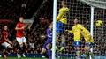 Van Persie fires Man Utd to victory over Gunners