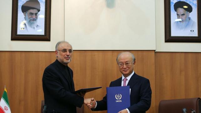 Head of Iran's Atomic Energy Organisation Ali Akbar Salehi (L) and International Atomic Energy Agency Director General Yukiya Amano, shake hands after signing  cooperation pact