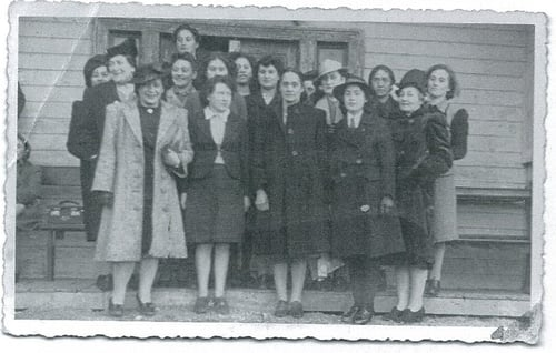 Rau Ellison, her sister Mori and their cousins - Rau is on the far right in the back row.