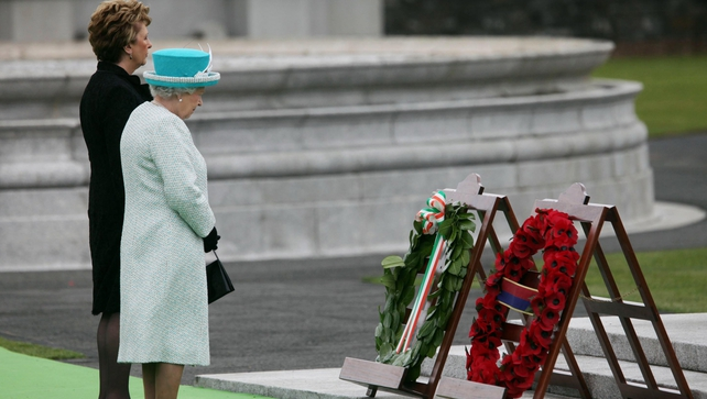Both heads of State observed a minute's silence after laying wreaths at the Irish War Memorial Garden