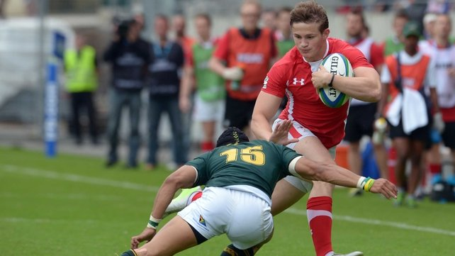 Hallam Amos in action for Wales against South Africa in the 2013 IRB Junior World Cup