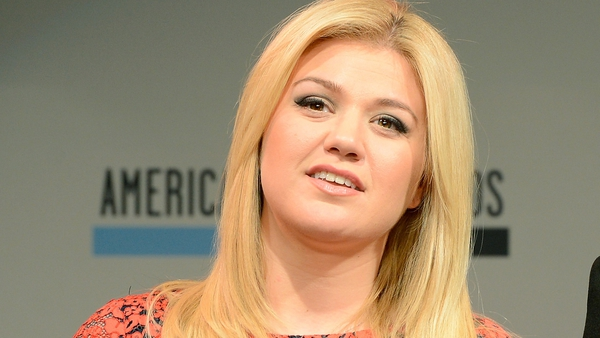 Adele warned Kelly Clarkson not to have a baby