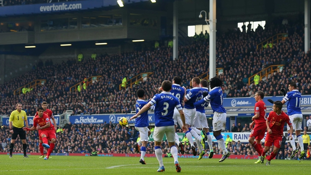 Luis Suarez scores a free kick against Everton