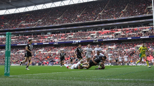 Roger Tuivasa-Scheck of New Zealand forces his way past the challenge of Ryan Hall and Leroy Cudjoe of England