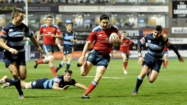 Felix Jones runs in Munster's first try at Cardiff Arms Park