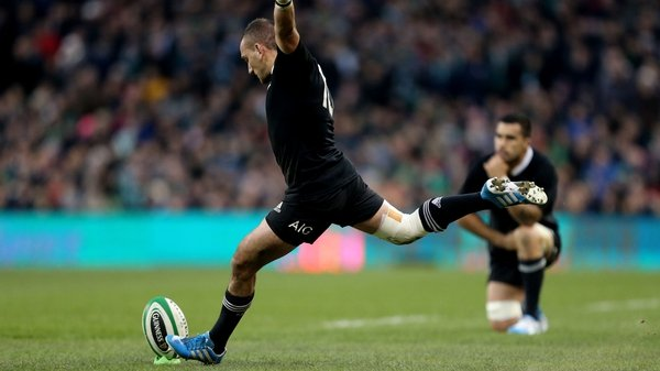 Aaron Cruden taking the winning conversion