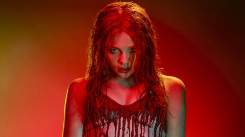 Chloë Grace Moretz re-creates one of the greatest scenes in horror movie history