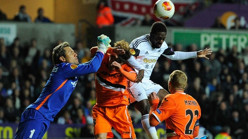 Nathan Dyer (r) is challenged by the Valencia goalkeeper Diego Alves