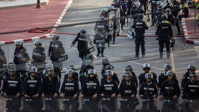 The government has urged police to avoid confrontations with protesters