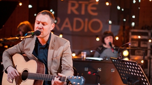 David Gray performs in RTÉ for The South Wind Blows