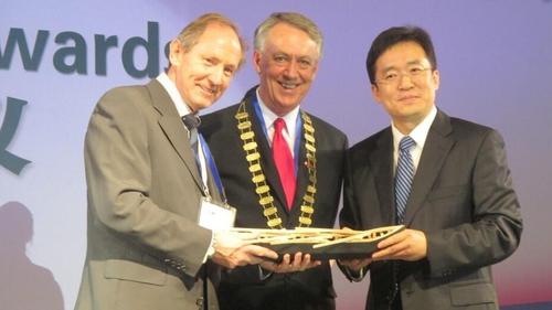 Paddy Crowe (l), Galway County Mayor Liam Carroll and Mayor of Xiamen
