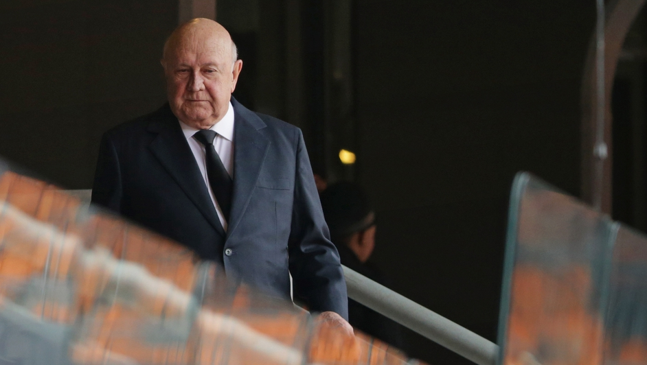 Former South African President FW de Klerk arrives for the official memorial service