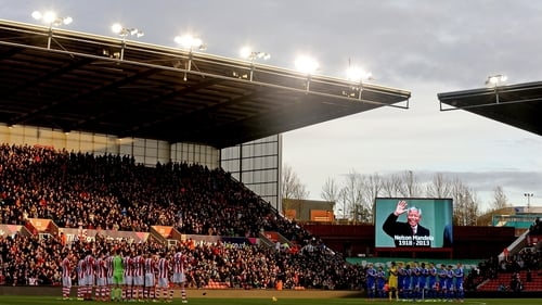 Stoke and Chelsea players line up for a minute's applause in memory of Nelson Mandela