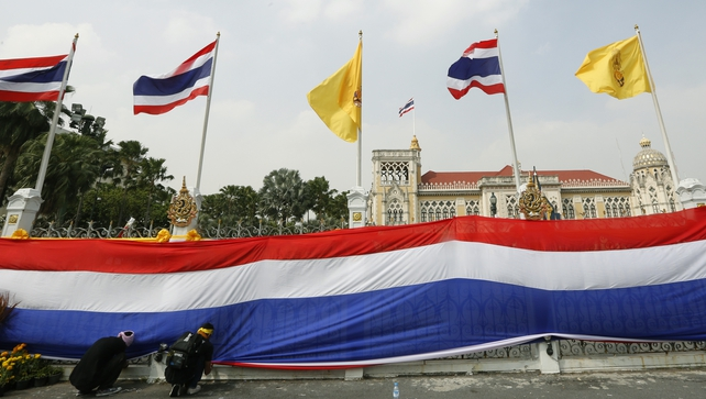 Thai protesters have wrapped Bangkok's Government House with a massive national flag