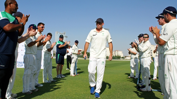 Trent Johnston is given guard of honour by his team-mates in Dubai