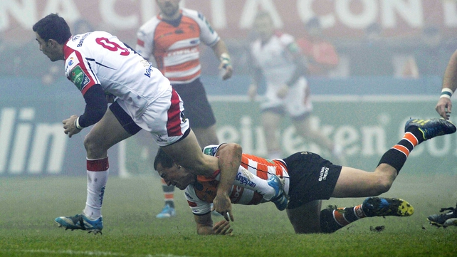 Ruan Pienaar makes a break for Ulster