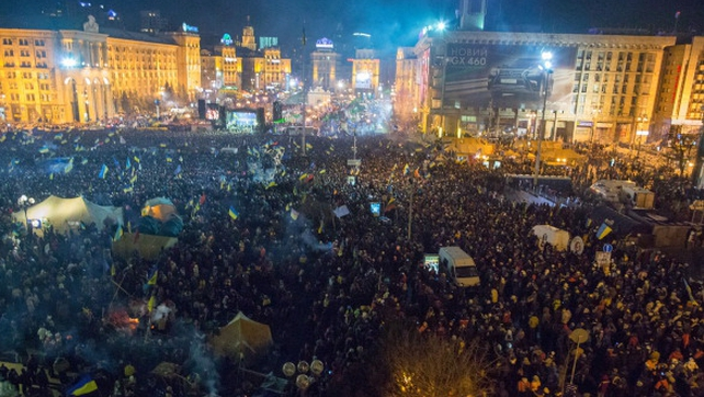 Continuing anti-government mass protests in central Kiev on Friday: huge crowds expected today with a counter rally also