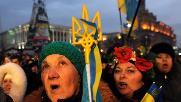 Ukrainian President Viktor Yanukovych has faced protests over a decision not to sign a free-trade deal with the EU