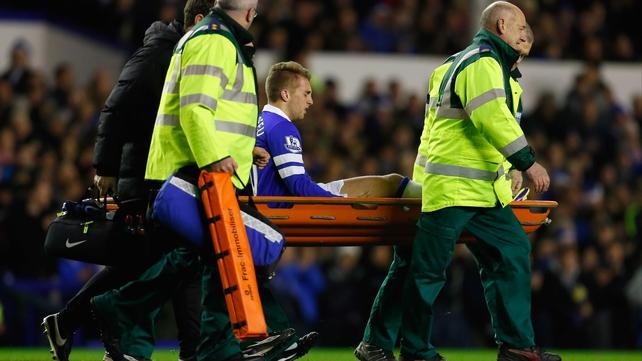 Gerard Deulofeu leaves the field injured against Fulham